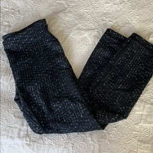 Black snake print cropped leggings